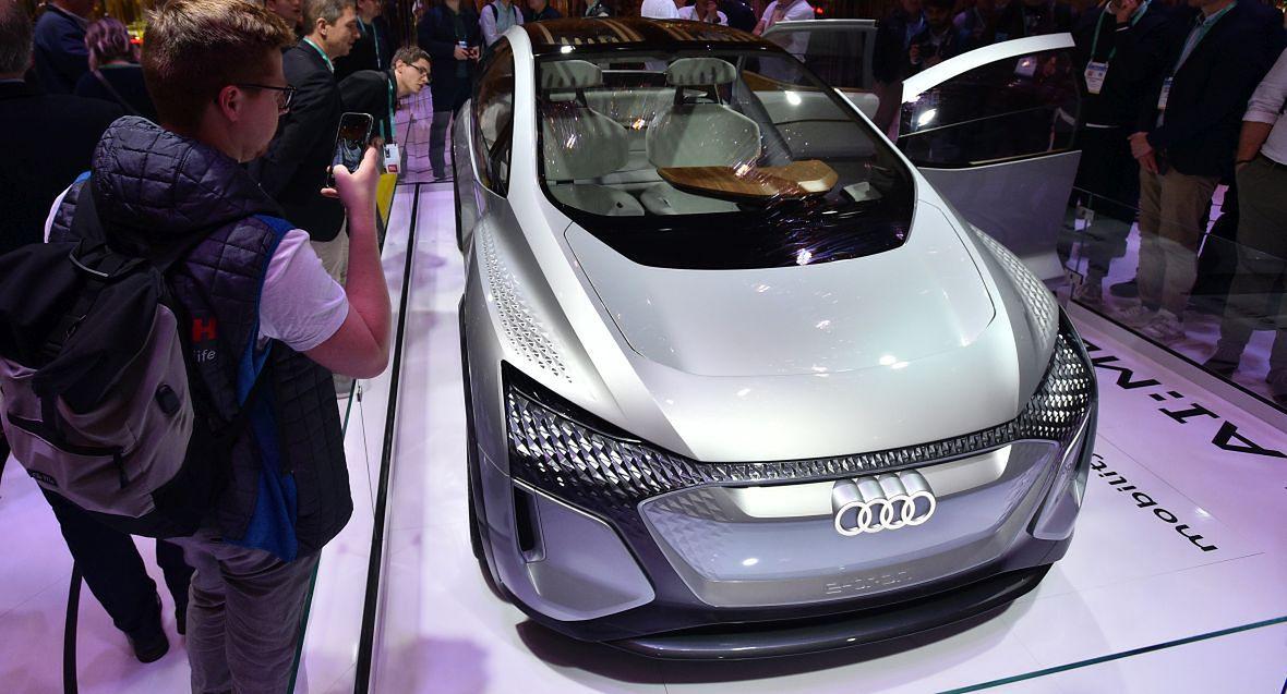 Autonomiczny samochód Audi. Model 2020
