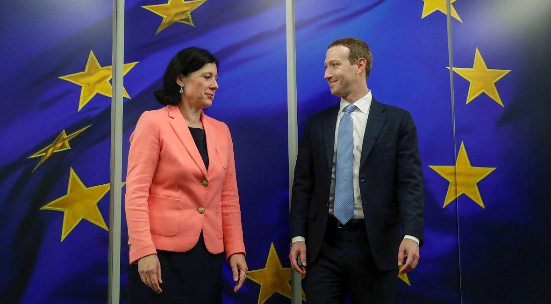 Szef Facebooka Mark Zuckerberg witany przez Europejską Komisarkę ds. Wartości i Przejrzystości Verę Jourovą. Bruksela, 17 lutego 2020 r.