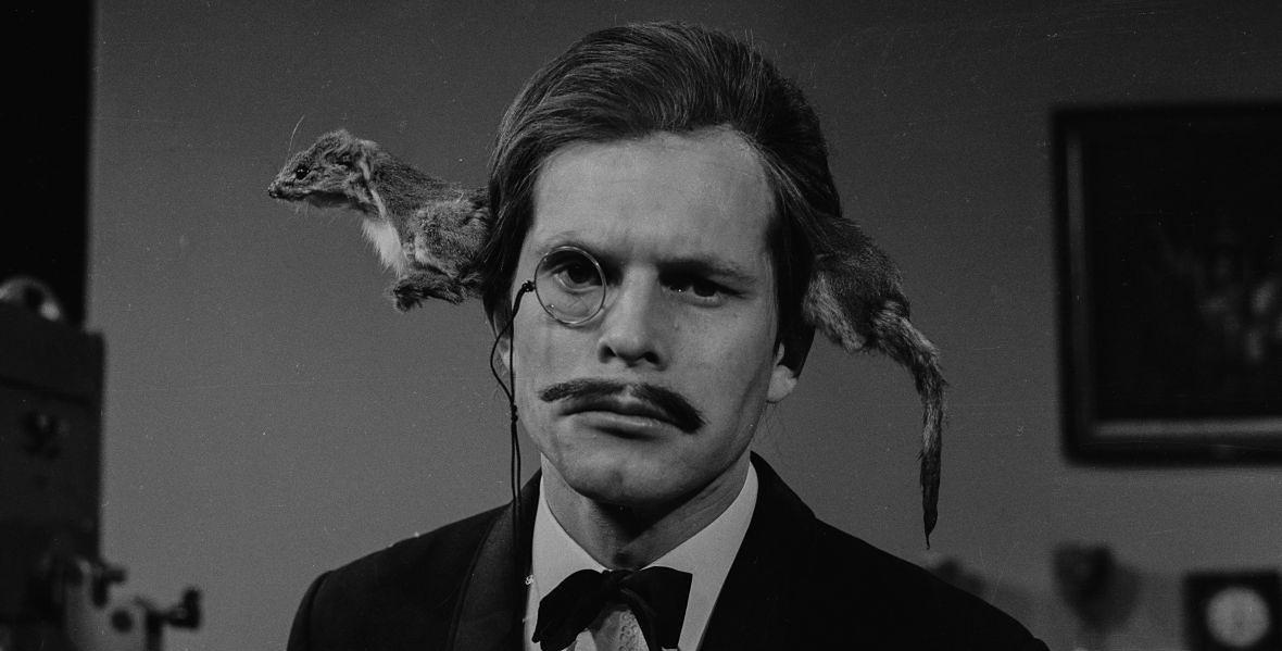 """Terry Gilliam w skeczu drugiego sezonu """"Latającego Cyrku"""""""