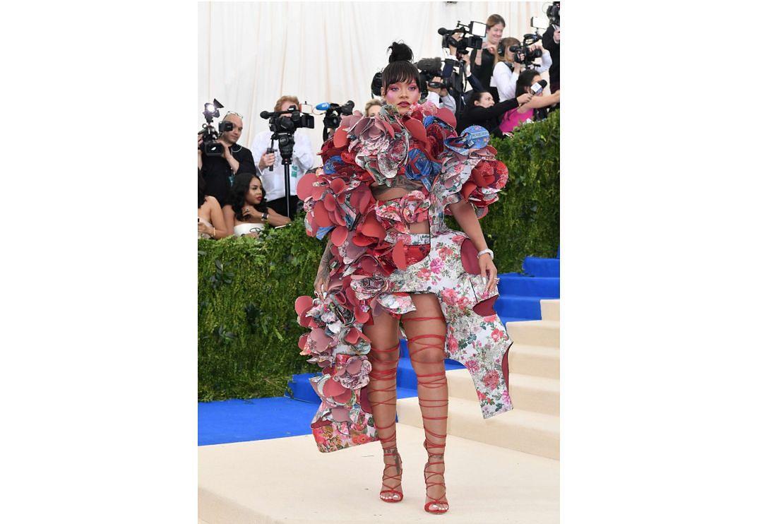W przyszłości w doborze garderoby będzie pomagać nam SI. Dla niektórych to dobrze. Na zdjęciu Rihanna na Met Gala 2017