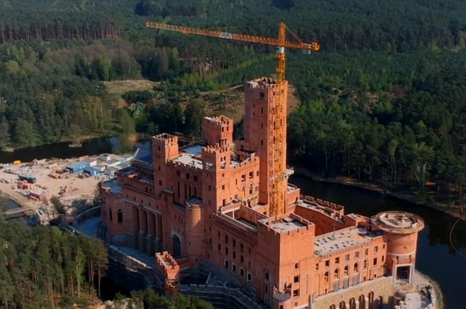 Plac budowy zamku w Stobnicy