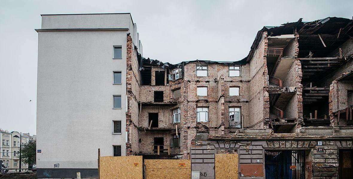 Kamienica przy ul. Rewolucji 1905 r. zawaliła się pod koniec października. Na szczęście nikt nie ucierpiał