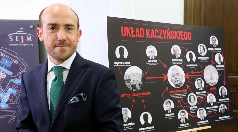 """Borys Budka przedstawia """"układ Kaczyńskiego"""". Znalazło się w nim eksponowane miejsce dla Marka Suskiego"""