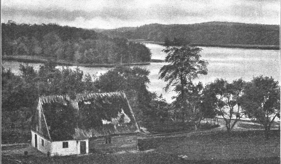 """Chata kaszubska. Zdjęcie z książki """"ZDROJE RADUNI. Przewodnik po tak zw. Szwajcaryi Kaszubskiej"""", rok 1913"""