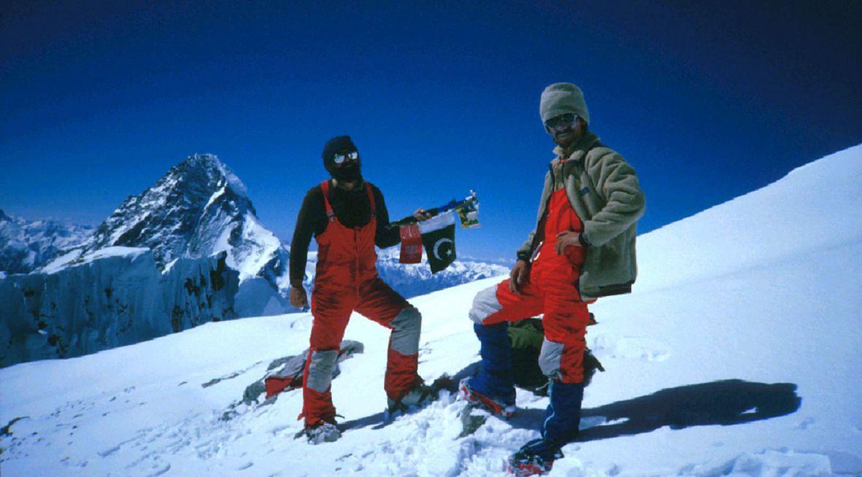 Janusz Majer i Walenty Fiut na szczycie Broad Peak, rok 1984