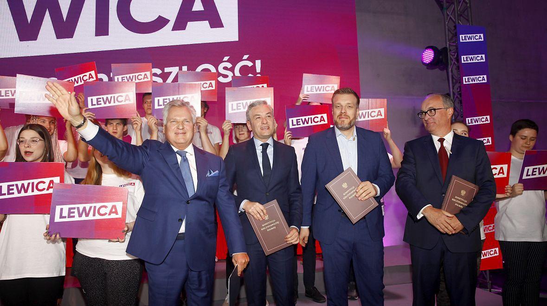 Konwencja Programowa Lewicy przed wyborami do Sejmu i Senatu, 5 października 2019 roku. Na zdjęciu: (od lewej) Aleksander Kwaśniewski, Robert Biedroń, Adrian Zandberg i Włodzimierz Czarzasty