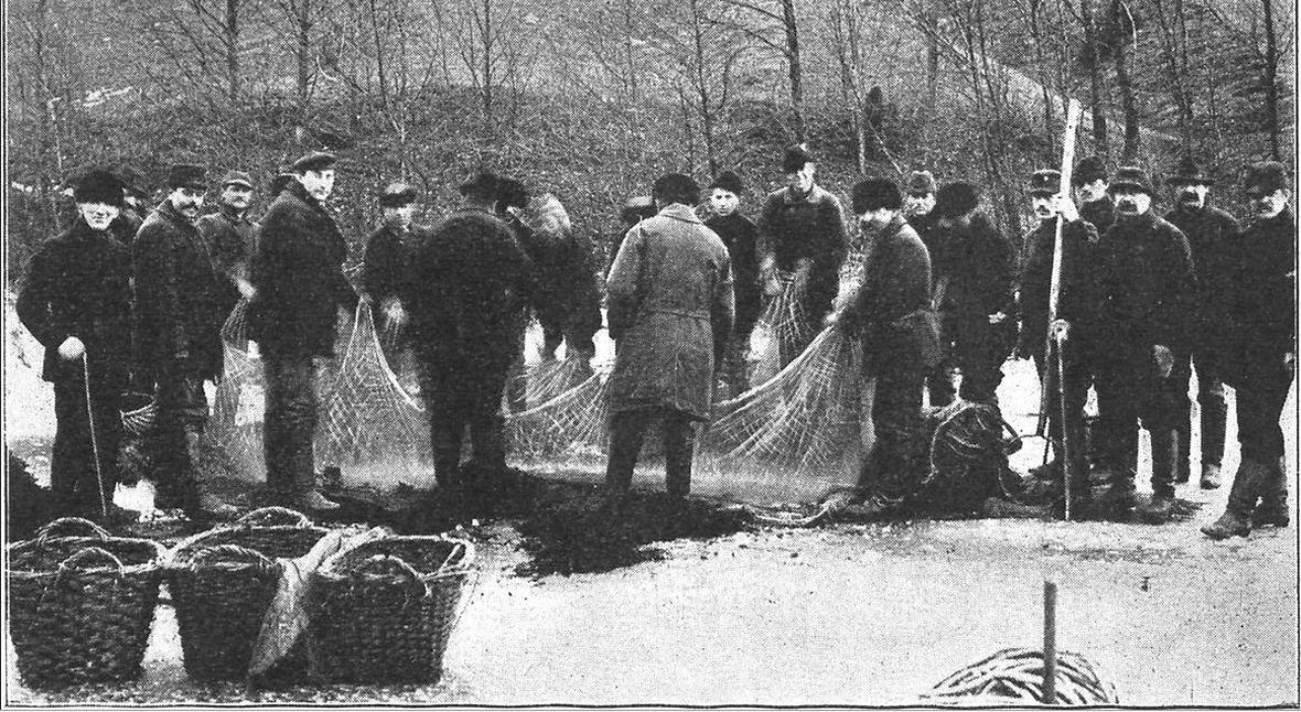 """Kaszubscy rybacy. Zdjęcie z książki """"ZDROJE RADUNI. Przewodnik po tak zw. Szwajcaryi Kaszubskiej"""", rok 1913"""