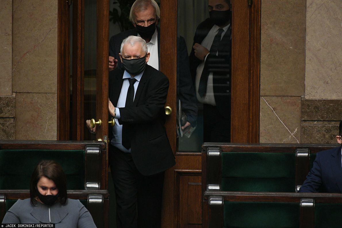 21.01.2021 r. Jarosław Kaczyński wchodzi na posiedzenie Sejmu