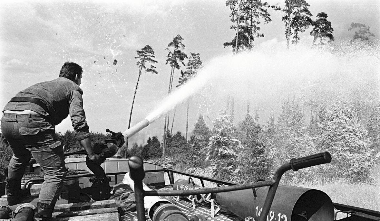 """27 sierpnia 1992 roku, Kuźnia Raciborska. """"Rozgrzane olejki zaczynają działać jak mieszanina wybuchowa i ogień w ekspresowym tempie przenosi się na kolejne drzewa. Las ginie"""""""