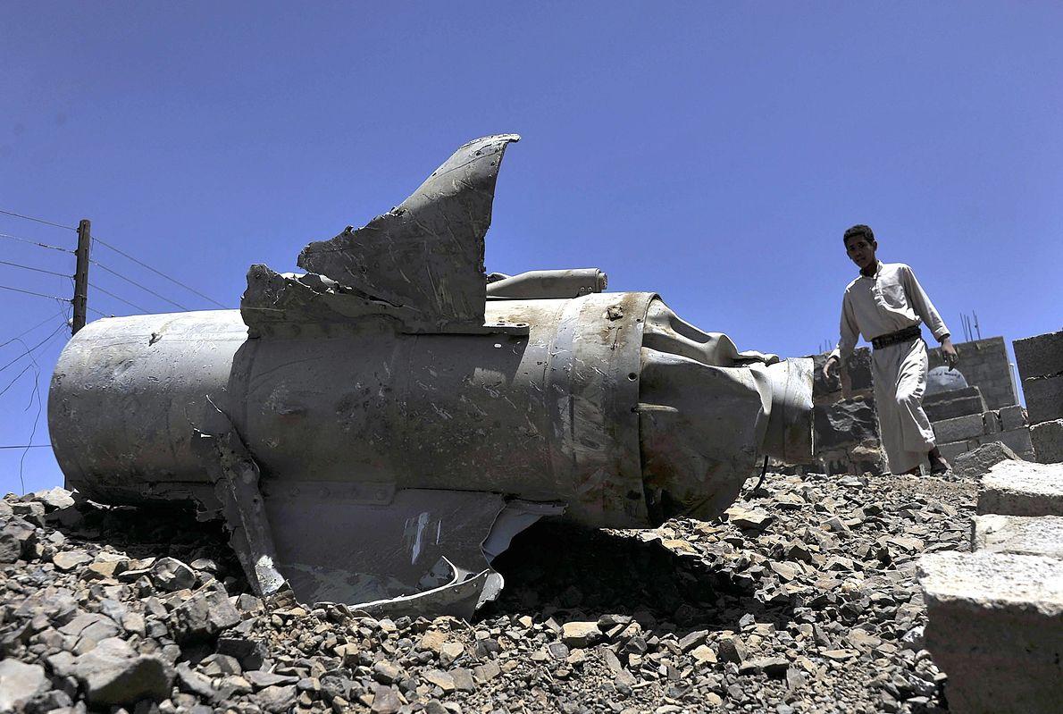 Saudyjskie bomby na ulicach stolicy Jemenu - Sany