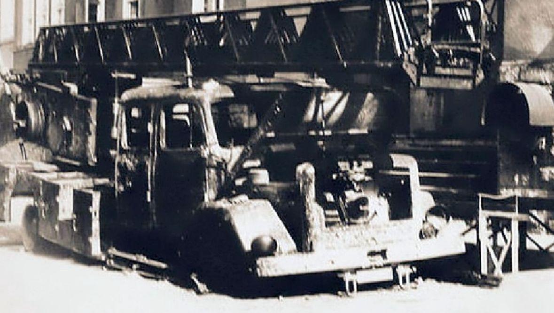 Jeden z wozów strażackich, który spłonął w czasie akcji