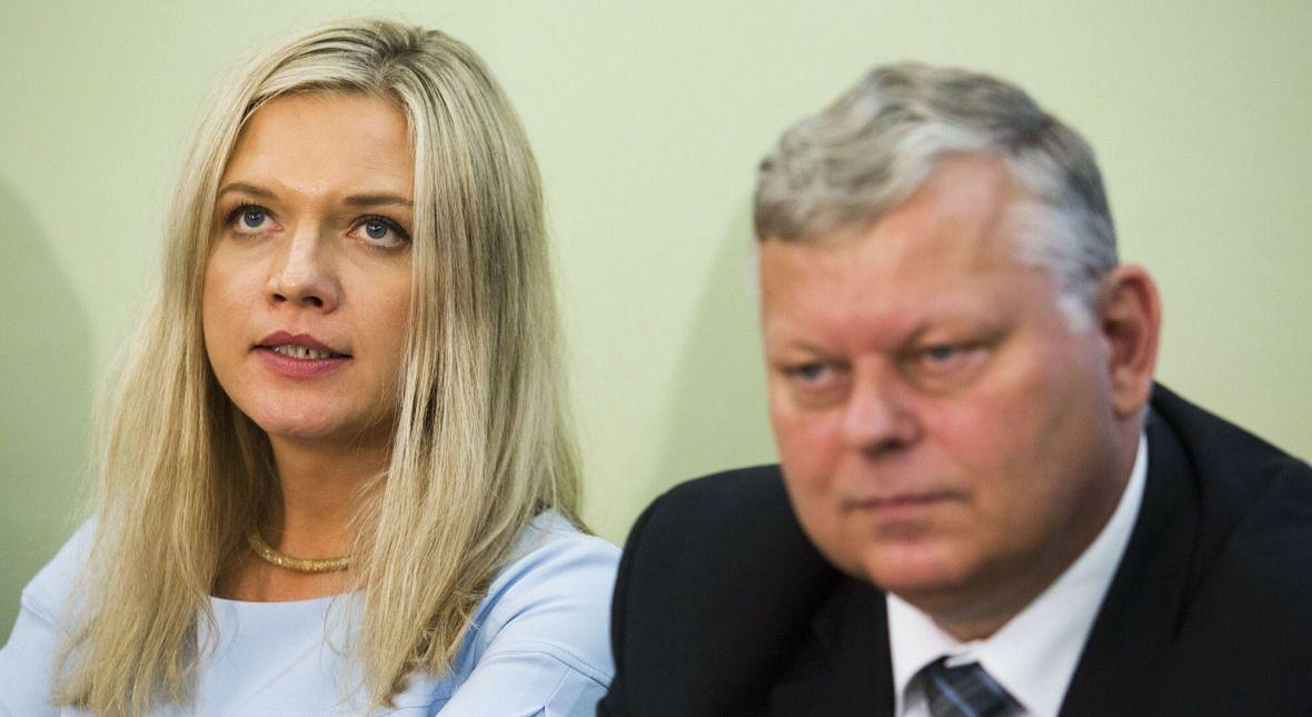 Obrady komisji ds. Amber Gold. Bywało, że przewodnicząca Małgorzata Wassermann nie nadążała za intelektualnymi szarżami swojego zastępcy. Wrzesień 2016 roku