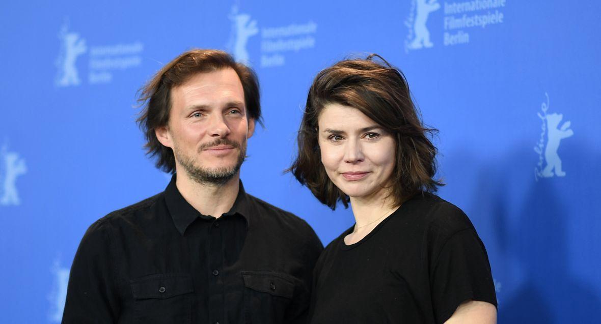 Mickey Englert și Magorzata Szomowska.  Ne ținem degetele încrucișate pentru succesul lor în pistol,