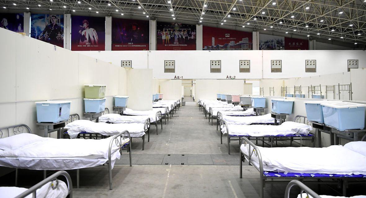 Luty 2020 roku. Zakażonych było tak wielu, że władze zmuszone były postawić w Wuhan prowizoryczne szpitale
