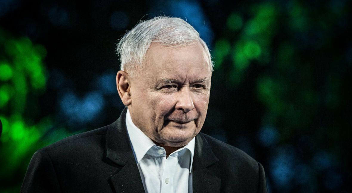 """W 2021 roku Jarosław Kaczyński straci możliwość zachowania pozorów i dalszej gry w """"nieliberalną demokrację"""""""
