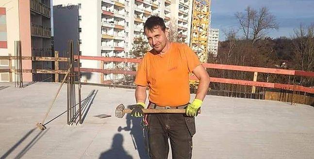 Witalij na Ukrainie był dziennikarzem radiowym. Teraz w Polsce pracuje jako budowlaniec