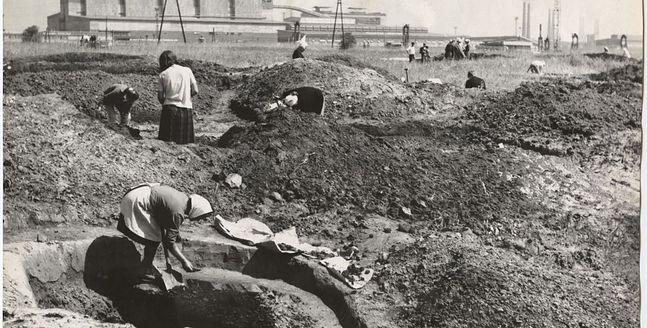 Wykopaliska archeologiczne w okolicy huty im. Lenina. Ok. 1952 roku