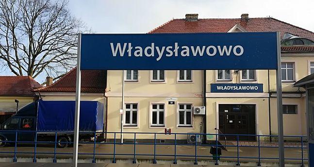 Po sezonie do dworzec we Władysławowie świeci pustkami
