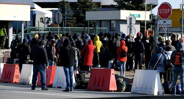 Korczowa, 24 marca 2020 roku. Ukraińcy oczekują na polsko-ukraińskiej granicy