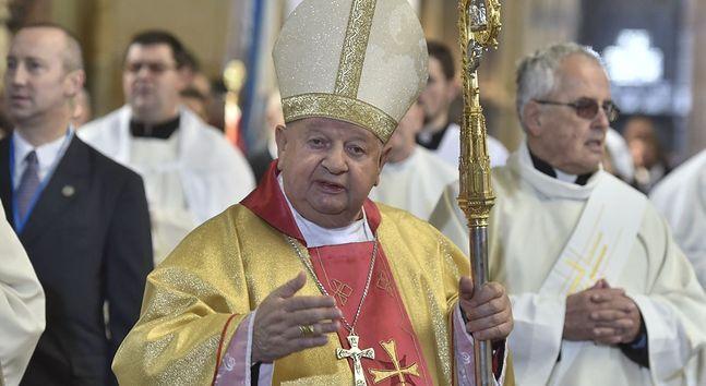 Kardynał Stanisław Dziwisz. Bardziej za granicą niż w Polsce były sekretarz papieża Wojtyły obwiniany jest za współodpowiedzialność przy kryciu prominentnych przypadków nadużyć seksualnych w Kościele