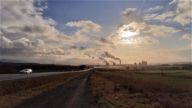 W drodze do elektrowni otacza nas księżycowy krajobraz