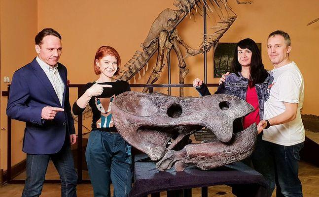 Naukowcy i ich odkrycie - czaszka  lisowici bojani.